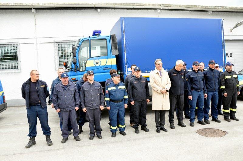 Celotna enota pred odhodom z veleposlanikom Srbije