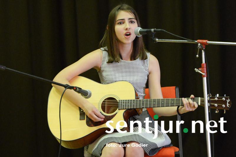 Reneja Sara Centrih zmagovalka glasbenega festivala