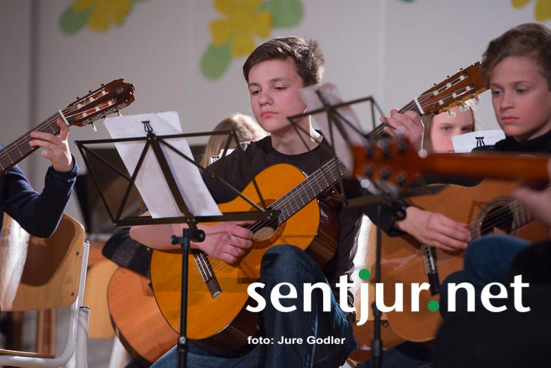"""""""Običajni"""" pomladni koncert učencev glasbene šole"""